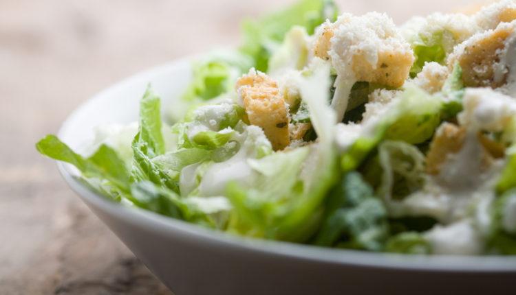 Klassieke ceasar salade