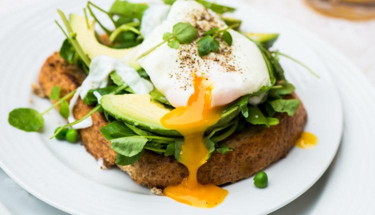 Ongebruikt Brood met avocado en gepocheerd ei | Recepten koken AK-49