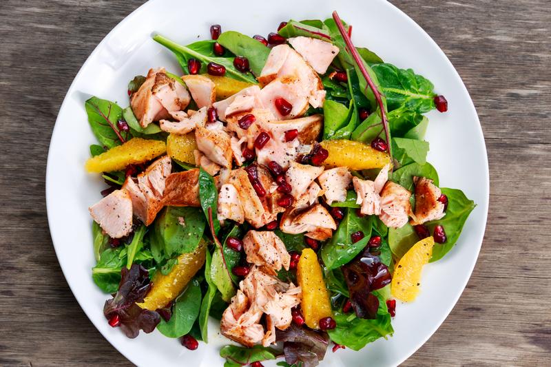 Lauwwarme salade van zalm