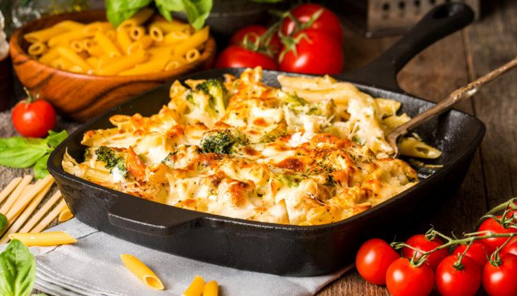 Pasta uit de oven met broccoli en bloemkool gegratineerd