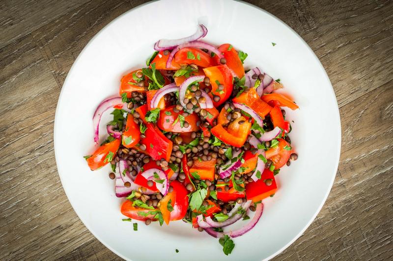 tomatensalade-met-linzen