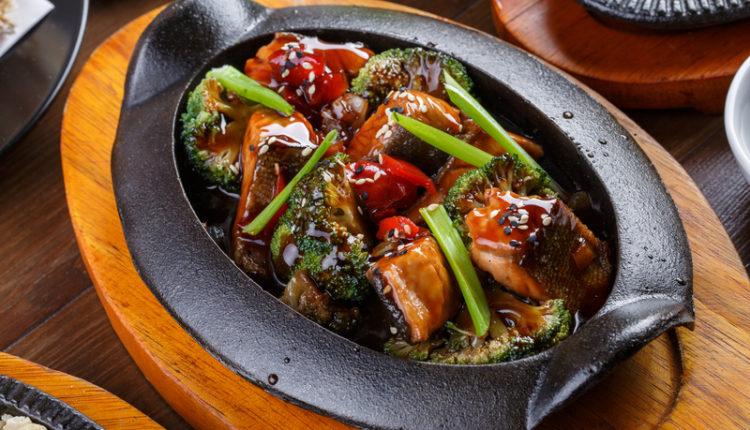 Zalm met groenten in teriyakisaus