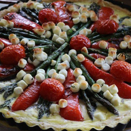 Hartige taart met gegrilde groenten